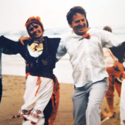 Olof Palme dansar i byn Mohos på Kreta